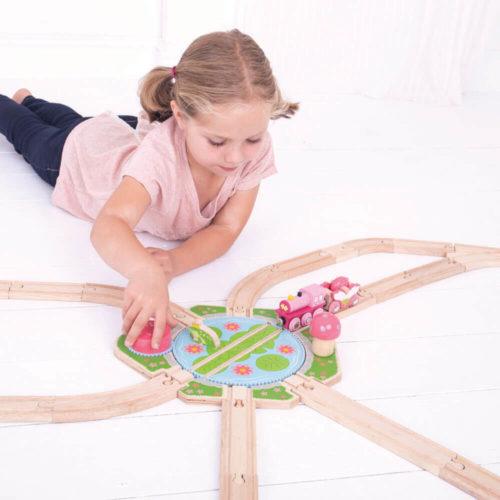 Uitbreiding Treinbaan Draaiplateau spelend kindje 2 Sassefras Meisjes Speelgoed