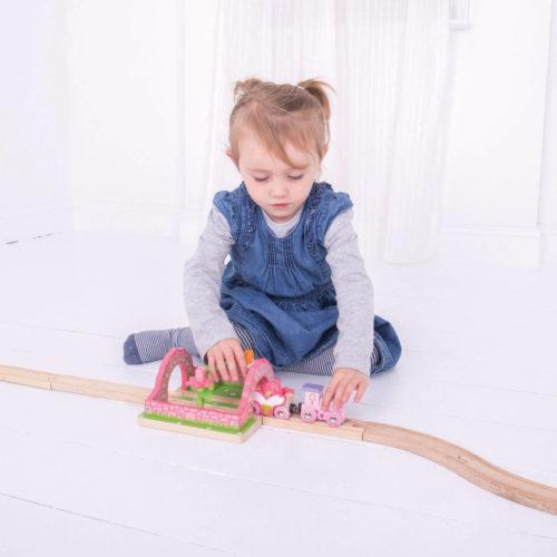 uitbreiding treinbaan bloementuin spelend kindje 3 Sassefras Meisjes Speelgoed