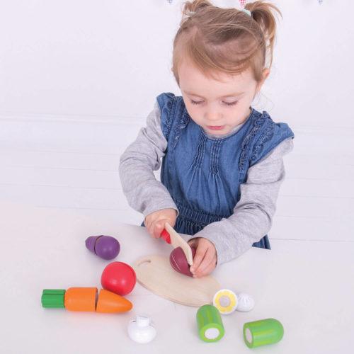 kistje met snijgroenten spelend kindje Sassefras Meisjes Speelgoed