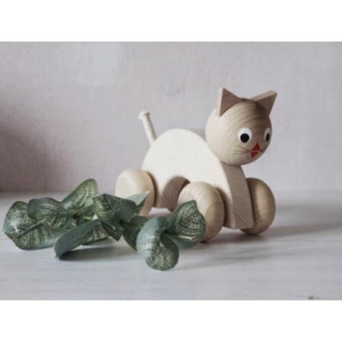 houten poes met wielen sfeer1 Sassefras Meisjes Speelgoed