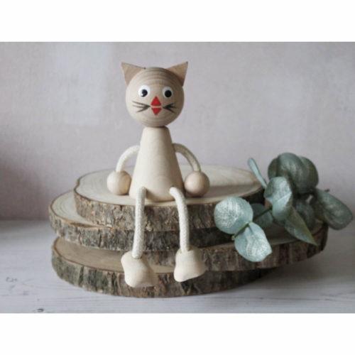 houten zitfiguur poes sfeer1 Sassefras Meisjes Speelgoed