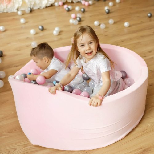 ball pit roze-wit sfeer