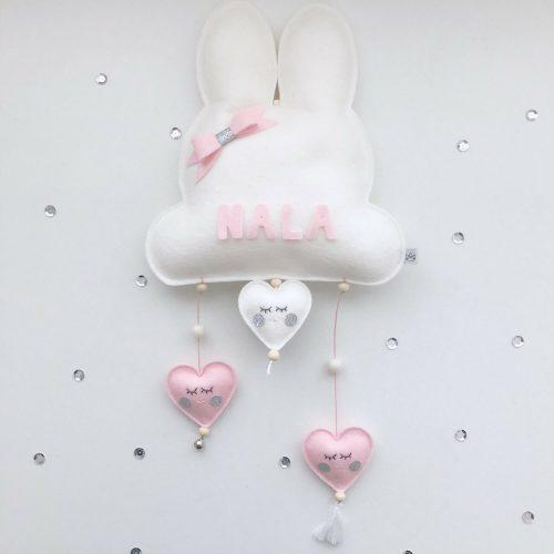 vilten naam mobiel bunny wit en roze Sassefras Meisjes Speelgoed