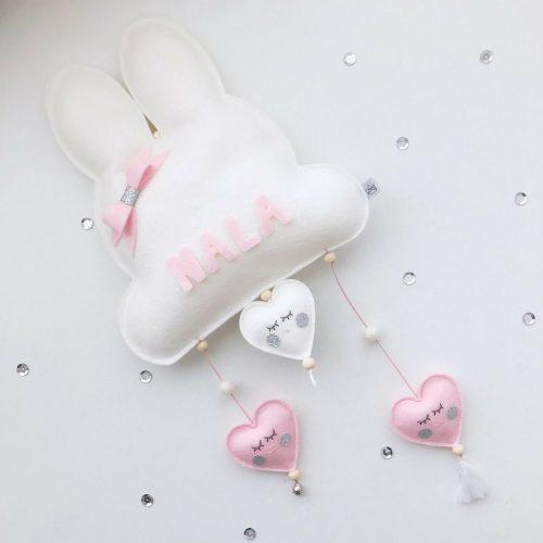 vilten naam mobiel bunny wit en roze scheef Sassefras Meisjes Speelgoed