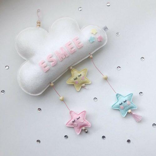 vilten naam mobiel wolk wit en pasteel scheef Sassefras Meisjes Speelgoed
