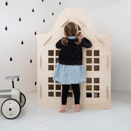 houten speelhuisje voor binnen klokgevel staand Sassefras Meisjes Speelgoed