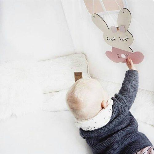 houten bunny hanger met naam hangend Sassefras Meisjes Speelgoed